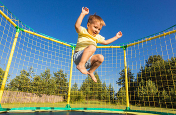Problems that children need to pay attention to when playing trampoline